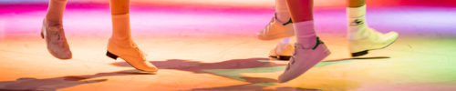 """""""H&G"""" - Chorégraphie de Christian Ubl avec la collaboration de 4 interprètes : Hannah Le Mesle, Bruno Maréchal,  Martin Mauriès, Marion Peuta et du musicien Fabrice Cattalano (Dramaturgie / régie son Fabienne Gras - Costumes Pierre Canitrot - Travail vocal Dalila Kathir - Regard extérieur Ingrid Florin, Claudine Bertomeu - Création lumières Jean-Bastien Nehr - Régie lumières Laurie Fouvet - Production Laurence Larcher)"""